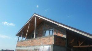 casa la rosu din caramida balcon