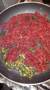 Reteta simpla si rapida de paste bolognese cu carne tocata de vita 7