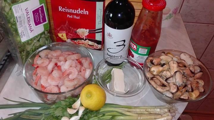 Reteta Scoici si Creveti in Sos de Vin Rosu cu Taitei de Orez - ingrediente